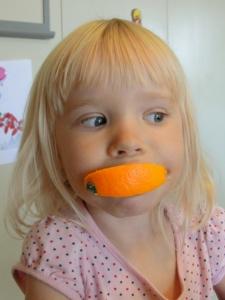 Look, Mom! Orange teeth!